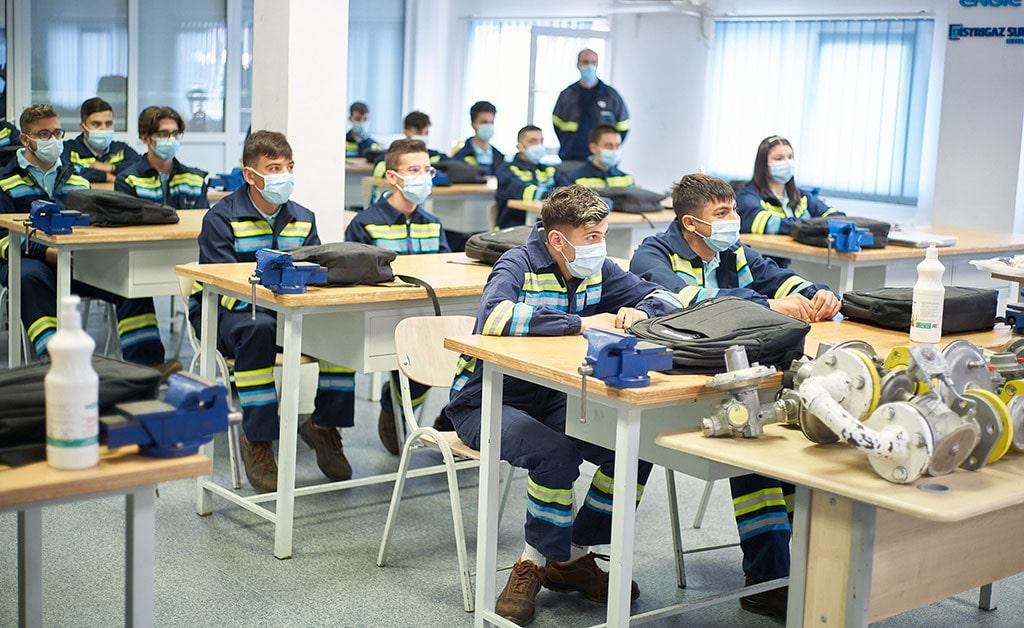 54 de tineri instalatori, absolvenți ai programului de învățământ profesional dual, au devenit angajați ai ENGIE în România