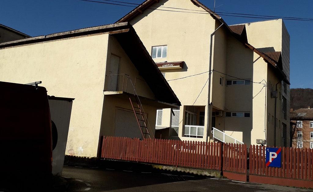 Teren și construcție în Fieni – Strada Nicolae Ștefănescu nr. 8